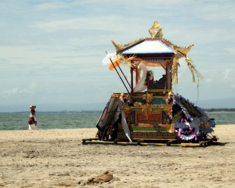 Pepaga Ngaben di Pinggir Pantai