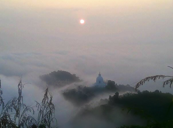 Mentari Terbit Menerangi Stupa