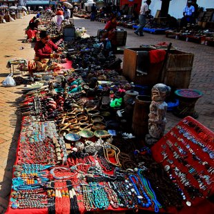 Berbagai barang dijual di Pasar