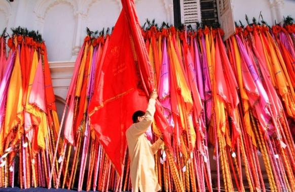 Persiapan Perayaan & Bendera
