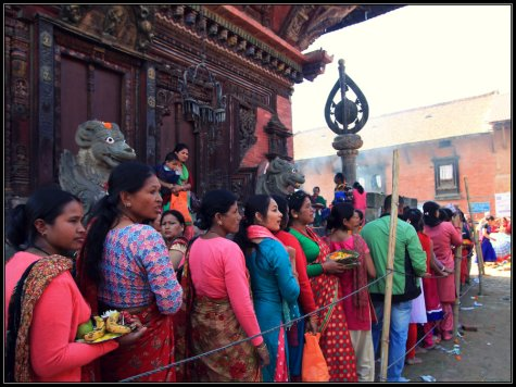 Long long queue to enter the main temple