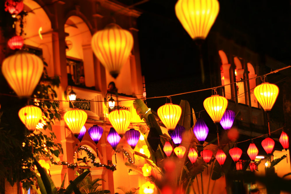 The hanging lamps on streets
