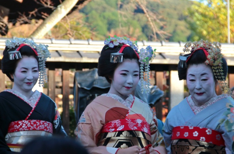ladies with traditional Japanese clothing