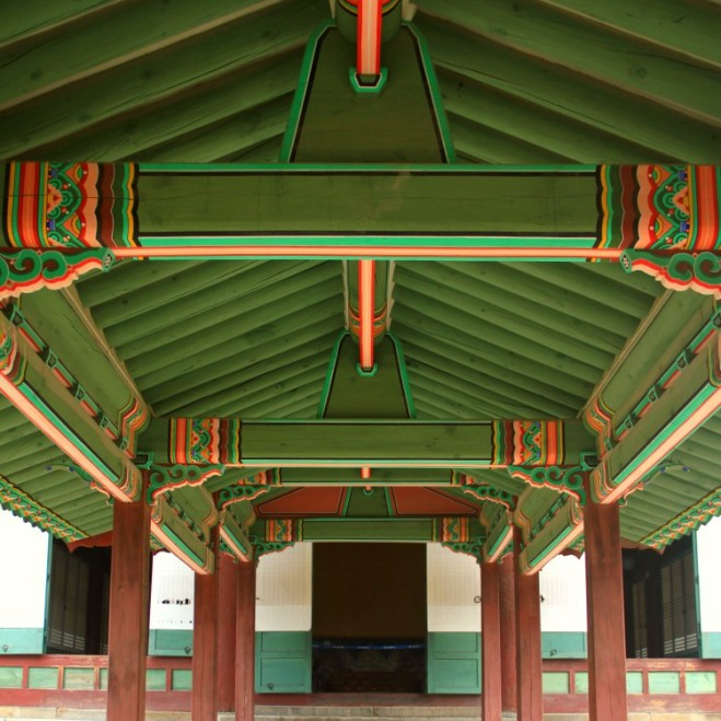The walkway's roof at Seonjeongjeo