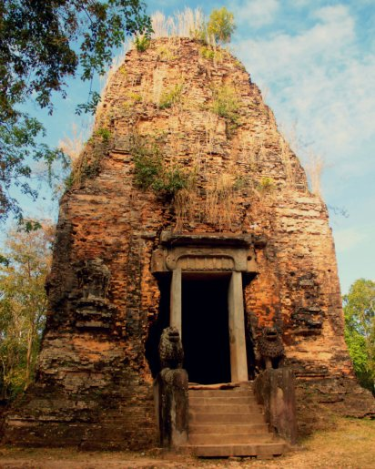 Prasat Boram or Prasat Tao - See the lions?