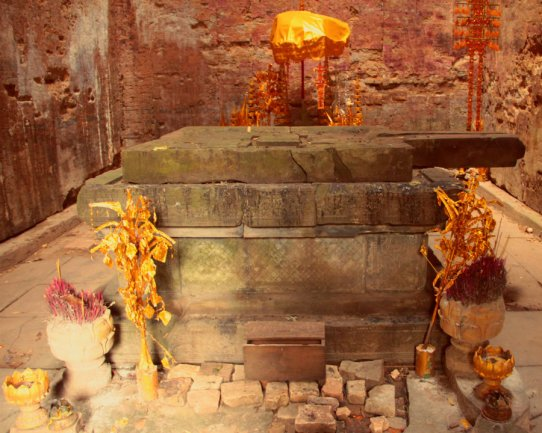 Inside Prasat Yeai Poeun, Sambor Prei Kuk