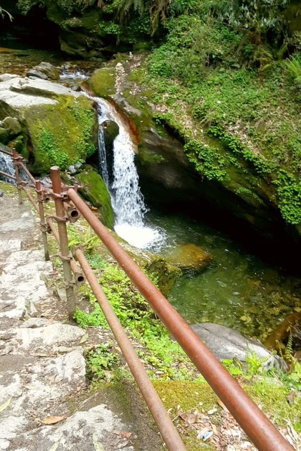 Waterfall on the way to Ulleri