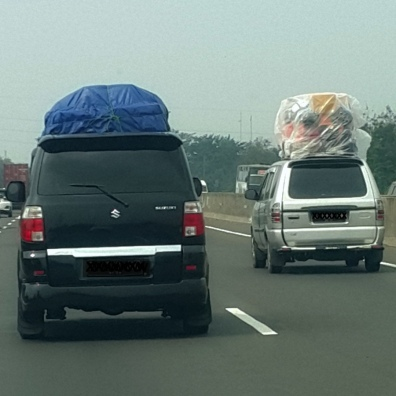 Mobil Konde - cars with lots of things on top