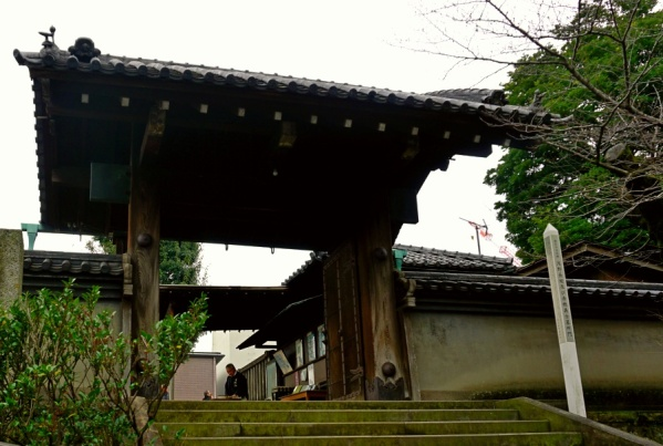 The gate to graves of 47 Ronin
