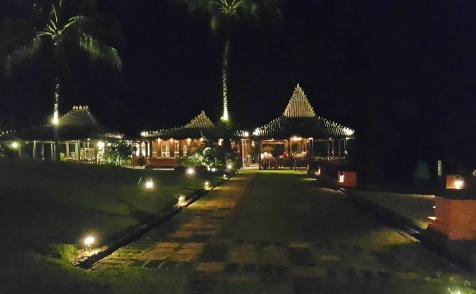 MesaStila - Restaurant at Night