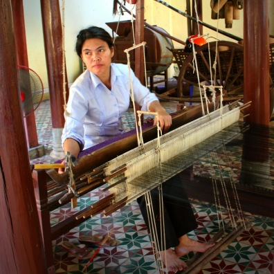 The Woman Who shows how to weave, Royal Palace, Phnom Penh