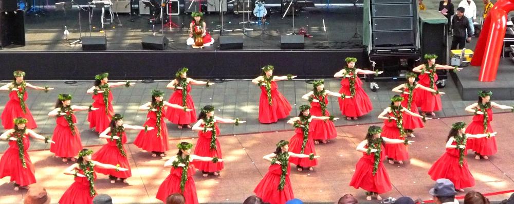 Hawaiian Dancers, in Kyoto Station