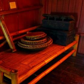 Alat Musik Tradisional dan Peti Di atas Bale