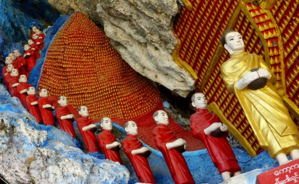 Row of Followers statues inside Kaw Ka Thaung Cave