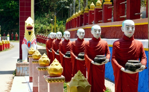 Row of Followers statues in Kaw Ka Thaung Cave